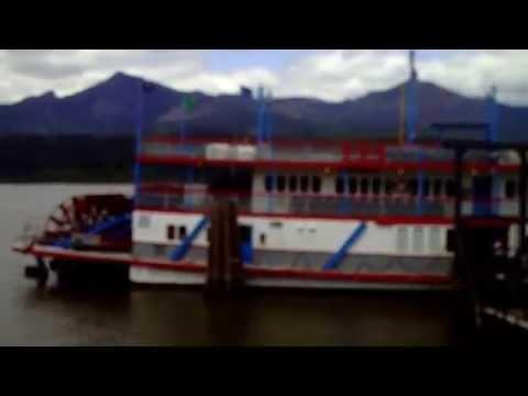 Sternwheeler boat, docked at Cascade Locks, OR.AVI