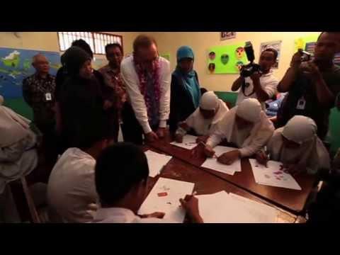 Bob Carr visited a madrasah in Jakarta