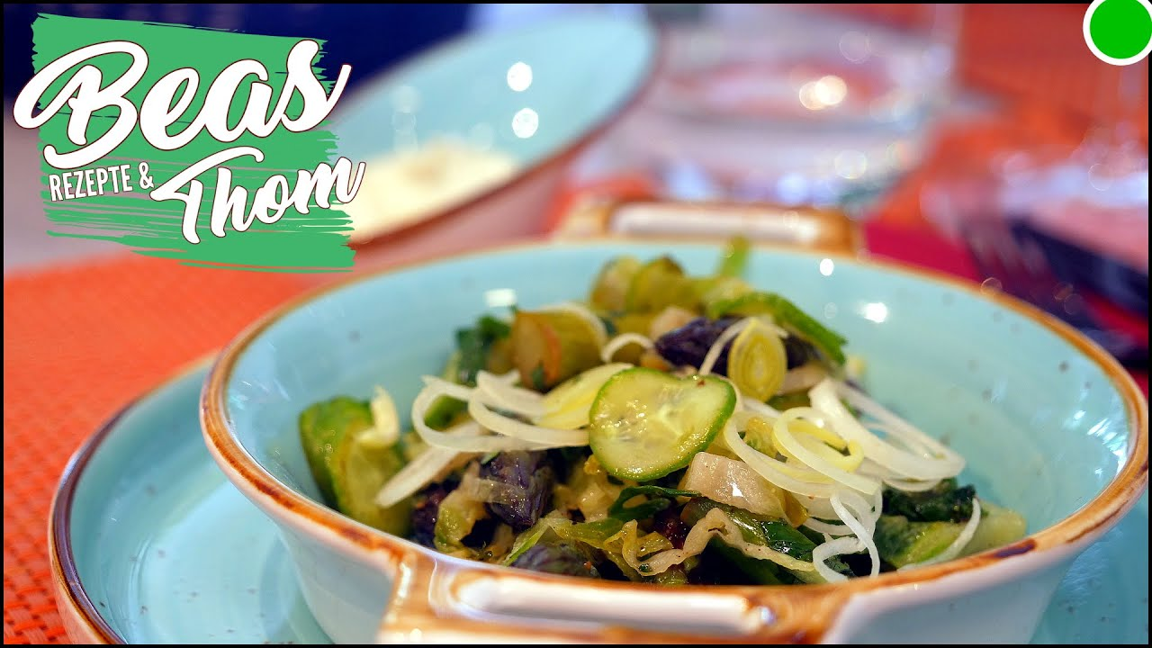 Lauwarmer grüner Salat Rezept mit Gurke - Spargel und Cashewsahne