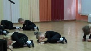Танец кошечек
