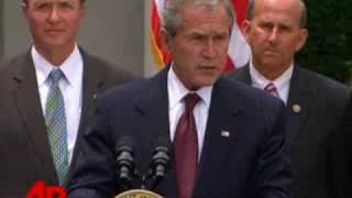 Bush Signs Bill on Government Wiretapping