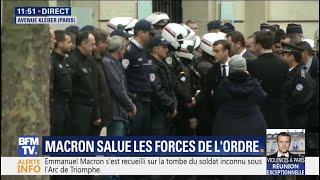 Emmanuel Macron salue les forces de l'ordre et les pompiers rassemblés avenue Kléber à Paris