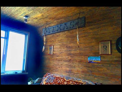 Деревянная вагонка в комнате обычной квартиры + имитация кирпича