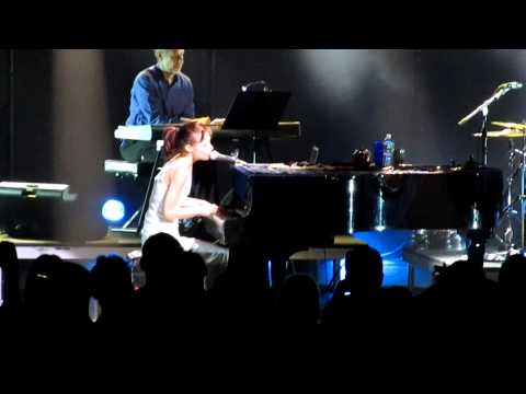 Fiona Apple- Shadowboxer live snippet