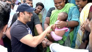 Salman Khan Playing With Poor SLUM Kids In Mumbai