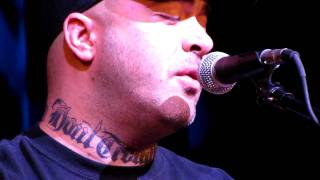 "Aaron Lewis of Staind ""Walk On Water"" or ""Vicious Circles"" (partial) Atlantic City, NJ 02/13/2010"