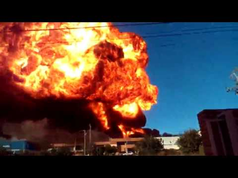 Espectacular explosión e incendio en una nave industrial de Paterna, Valencia