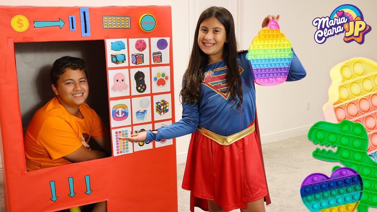 Máquina de vendas gigante de Fidget Toys Maria Clara e JP | Giant Vending Machine Fidget toys