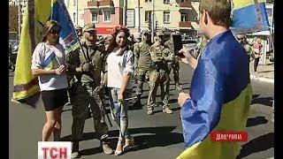Маріуполь святкує День міста у вишиванках та під синьо-жовтими прапорами