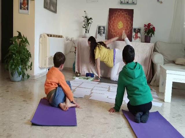 30 דקות שיעור יוגה לילדים
