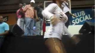Mujeres Desacata Bailando MAs Que Una Licuadora En Dembow No Mercy 2012