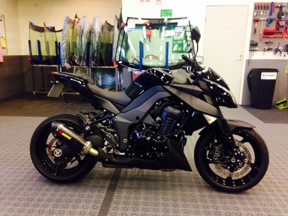 Kawasaki Z1000 Black Edition Dual Akrapovic Exhaust
