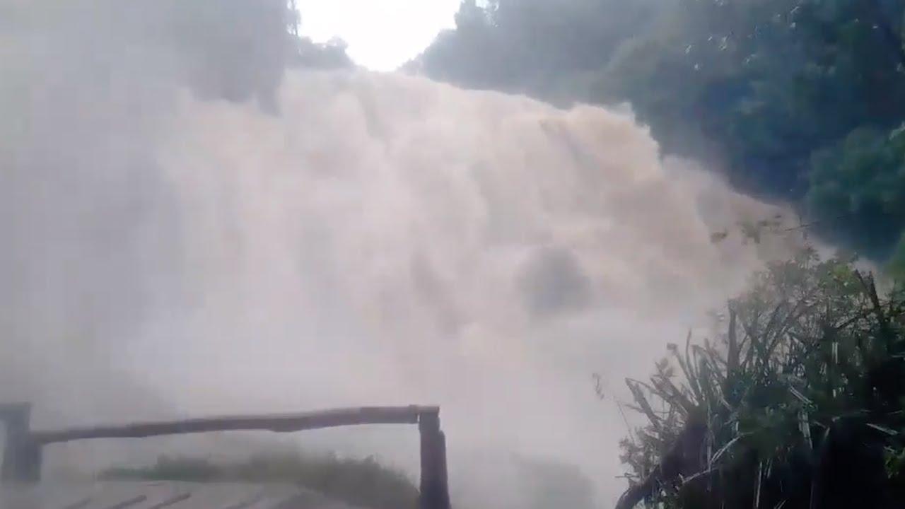 גשם כבד בתאילנד גורם לשטף של מפלים מרהיבים וסוערים