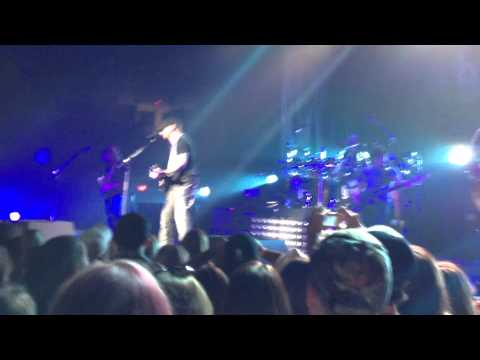 Brantley Gilbert - Bending The Rules and Breaking The Law (Live)