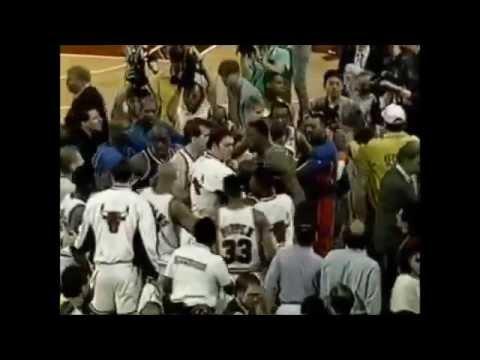 HUGE BRAWL Bulls-Knicks  right in front of David Stern (1994)
