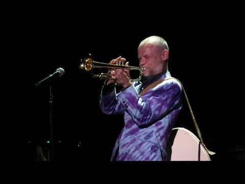 Jessica KYMT - WATCH: Flea Performs 15 Minute Bass/Trumpet Solo