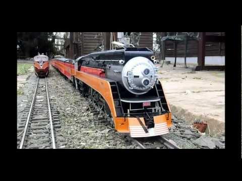SP 4449 runs the Stretton Ridge Railroad