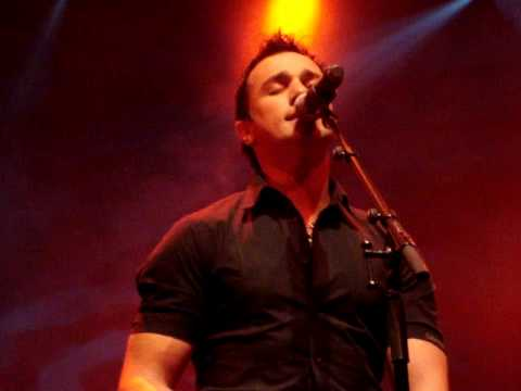 "Shannon Noll, Singing ""burn For You"" Live At Crown Casino"