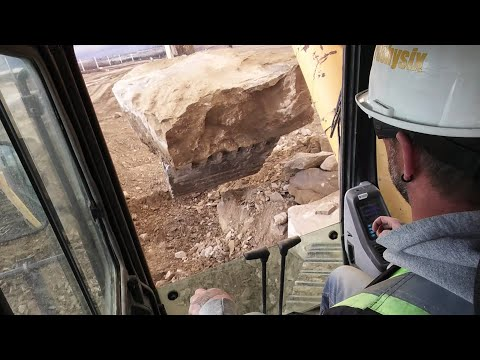 Komatsu 1250 vs Big Ass Rock