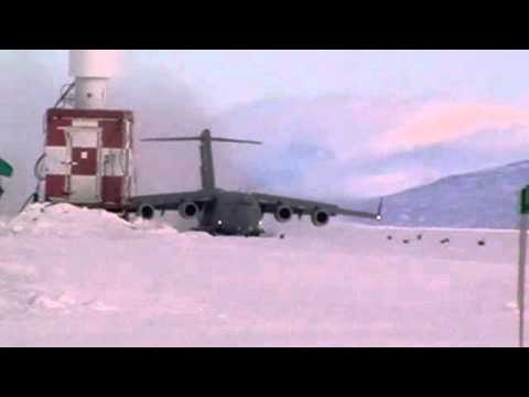 US Air Force C17 Starlifter landing in Antarctica