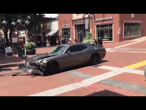 Car rams into crowd protesting in charlottesville (Virginia)