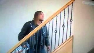 تربل اتش يعتدي على راندي اورتن في منزله   YouTube