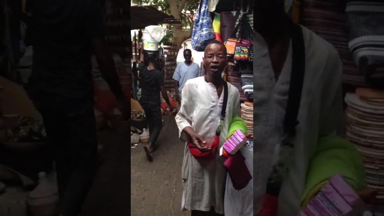 Поёт негритянка