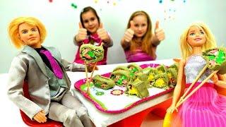 Мультики для девочек. Сюрприз для Барби: готовим суши