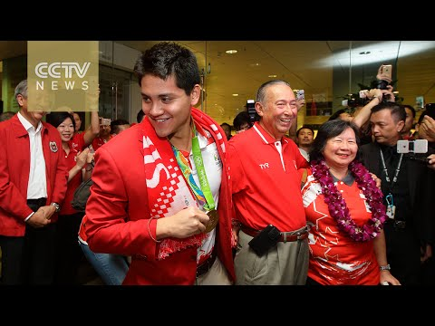 Joseph Schooling, who beat his legendary idol Michael Phelps, becomes a legend in Singapore
