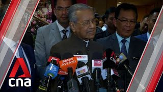 Mahathir_has_made_it_quite_clear_he_doesn't_think_Anwar_is_right_person_to_lead_Malaysia:_Analyst