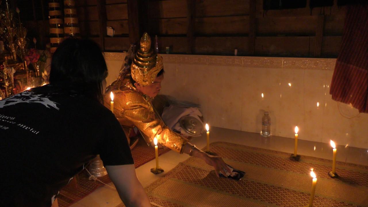 家師柬埔寨第一黑法大師降頭鬼王古路SunNa正以陰神的加持力為善信做情降 - YouTube