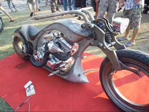 crazy custom harley davidson chopper bike show on burapa. Black Bedroom Furniture Sets. Home Design Ideas
