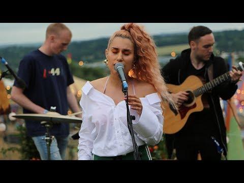 Raye - The Line (Glastonbury session)