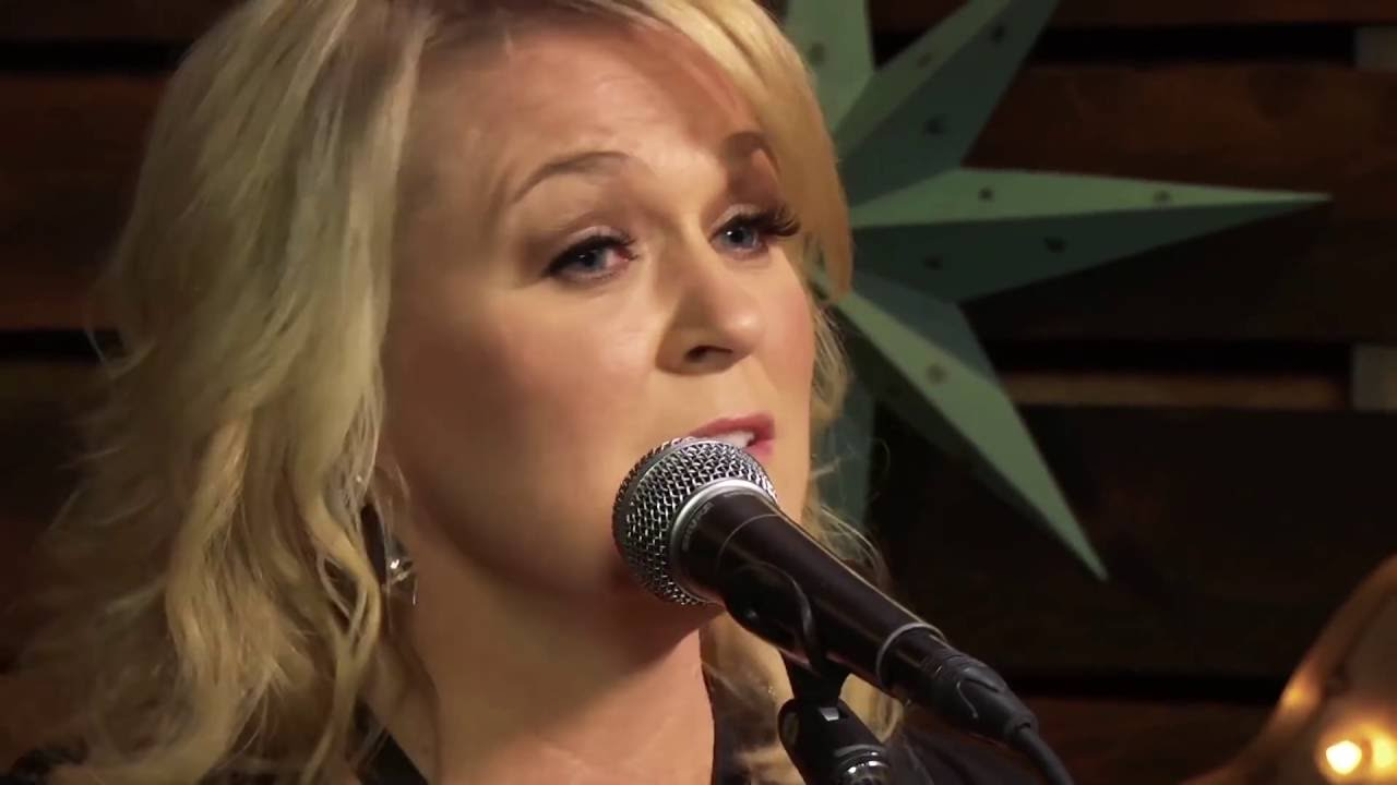 Carolyn Dawn Johnson – Independence Day (Forever Country Cover Series)