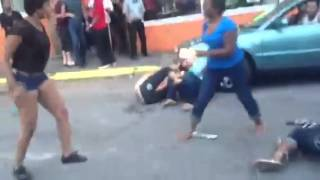 B*TCHES FIGHTING!!! HEAVY CAT FIGHT!!! ENJOY!!! STREET FIGHT