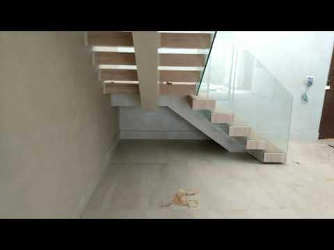 Escada Viga Central Corrimão De Vidro