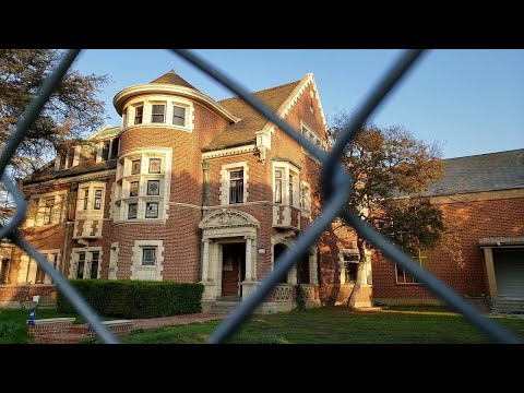 Visiting The American Horror Story House - Filming Location