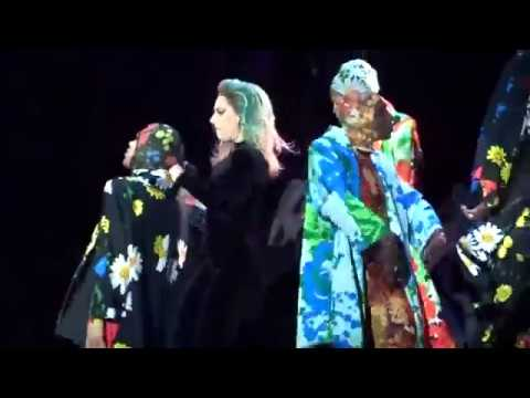 """Lady Gaga  Live """"Applause""""  Live Citi Field NY  August 2017"""