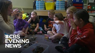 Students learning sign language to support a classmate