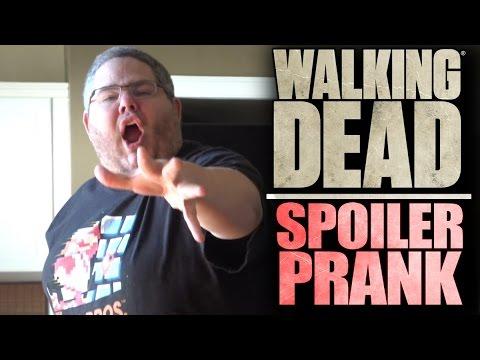 GIRLFRIEND SPOILS THE WALKING DEAD! (PRANK)