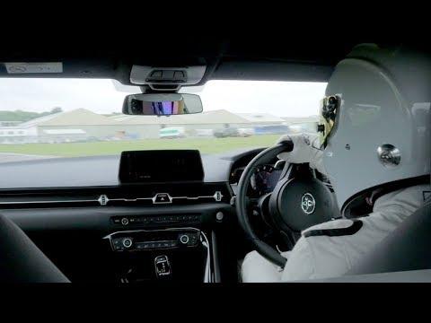 The Stig, Top Gear pistinde yeni Toyota Supra ile tur denemesi yapıyor