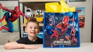 HUGE Spiderman Surprise Present for Kids Super Hero Toys for Boys Pokemon Minecraft Kinder Playtime