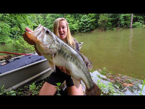 Catching A NEW PB (Jon Boat Bass Fishing)