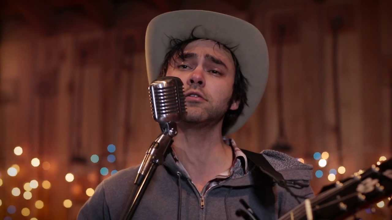 shakey-graves-daisy-chains-live-in-lubbock-liveandbreathing