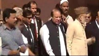 Pakistan PM Nawaz Sharif visits Jama Masjid in Delhi