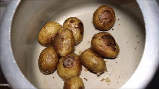 भुने आलू बनाने की विधि | रोस्टेड आलू रेसिपी | How To Make Roasted Potatoes in Pressure Cooker