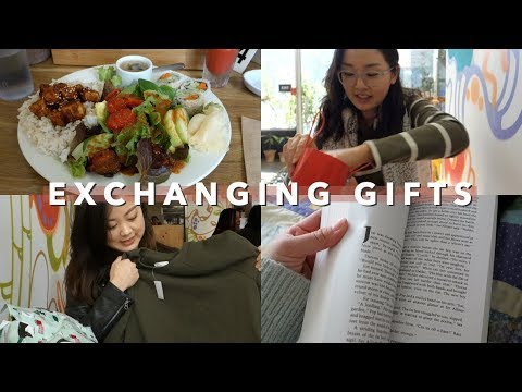 Cousin Gift Exchange + Picking Books to Read | Vlogmas Day 23