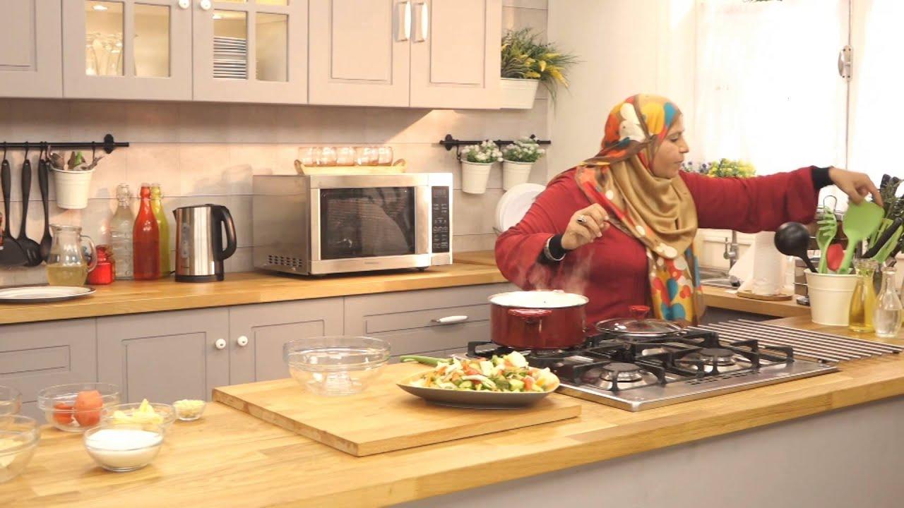 طاجن بسلة باللحم والجزر و ارز مع ابله منال في الأكل البيتى (الجزء الثاني)