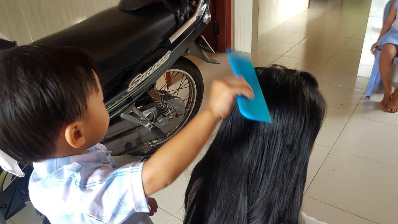 Trò Chơi Vui Bé Tin Làm Thợ Cắt Tóc Cho Mẹ | Kids Toy Media, ĐỒ CHƠI TRẺ EM BÉ LÀM THỢ HỚT TÓC