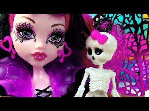 monster-high-draculaura-ghouls-rule-wings-costume-doll-movie-opening-toy-review-skeleton